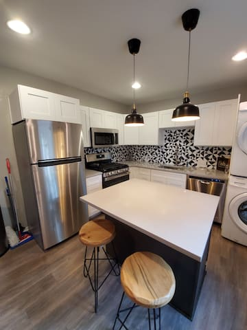 Fun home in East Austin. Superb location! Sleeps 4