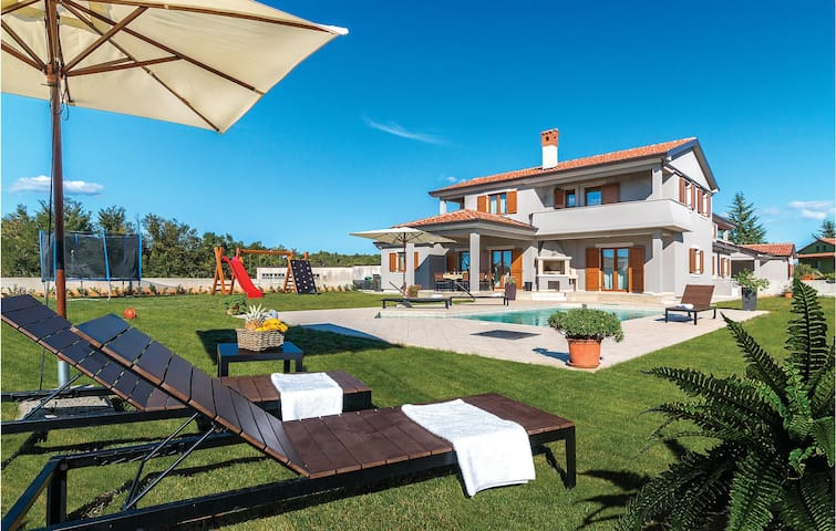 Semi-Detached with 4 bedrooms on 191 m²