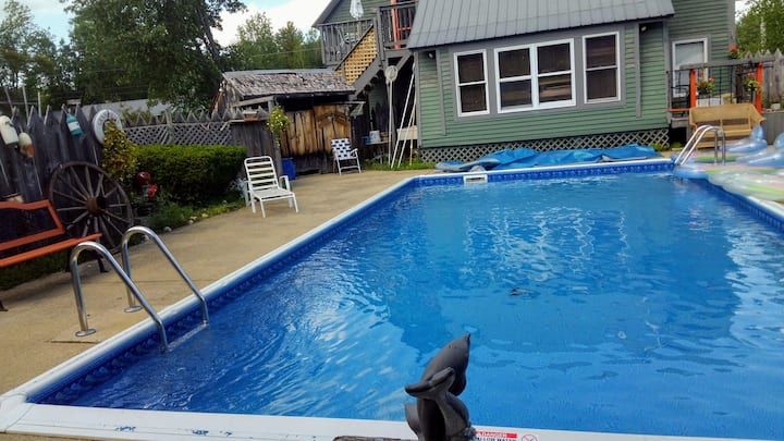 Cozy 2 BD with pool sleeps up to 6 people