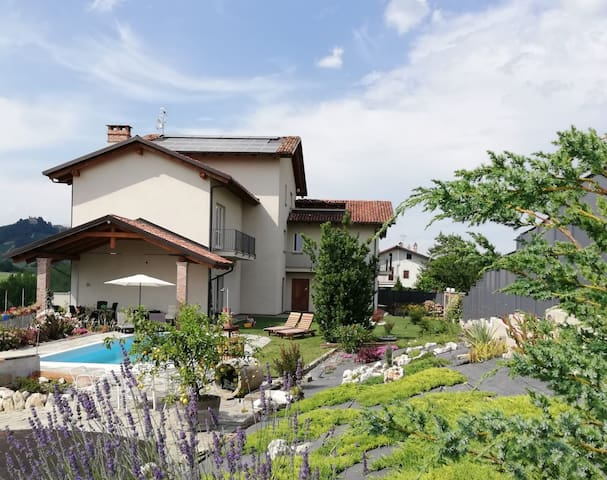 VILLA RIVIERA OASIS PEACE BETWEEN LANGHE VINEYARDS