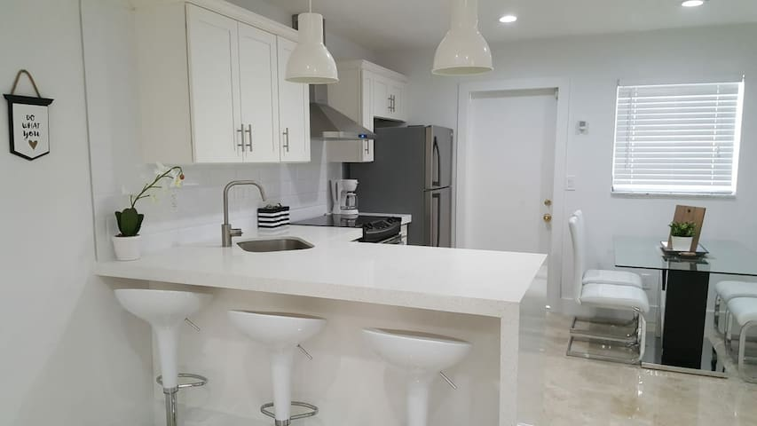 Stunning 2 BR apt Near Hard Rock, Casino & Beach