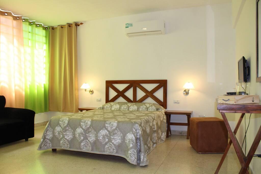 Room 1/habitación 1