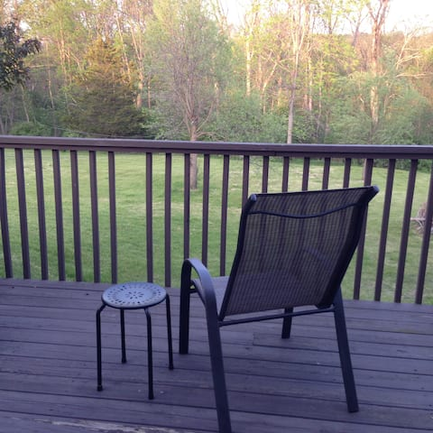 Rhinebeck, room w deck,  walk to Omega (1 mile)