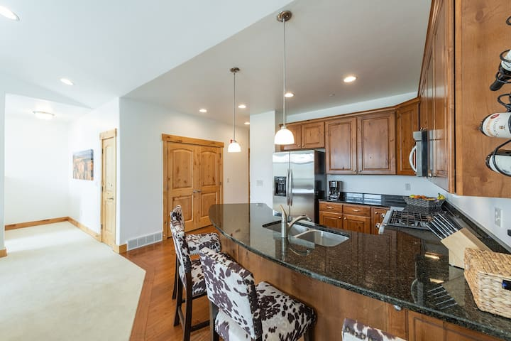 Black Rock Ridge - 2 BR - Townhome Sleeps 4, Views Of The Backside Of Deer Valley, 8 Minute Drive To Down Town Park City!
