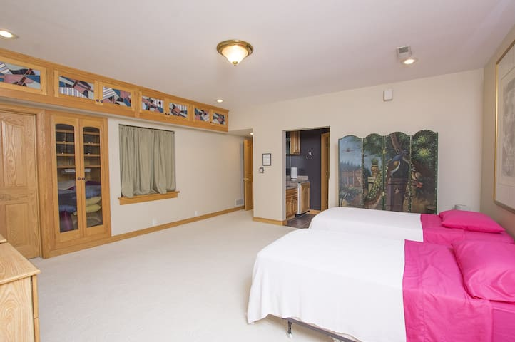 Extra room on lower level. Attaches to master bedroom with a king bed and private bath. Great for kids or extra guests.