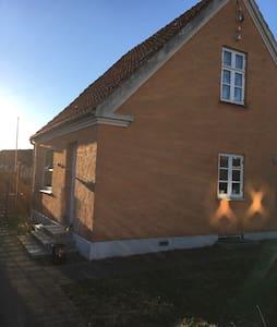 Cosy family villa 20 min from Copenhagen Centre - Taastrup - Dům