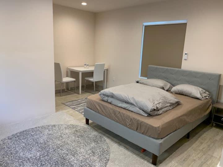 A Cozy  Studio Unit / Room in Beverlywood West LA