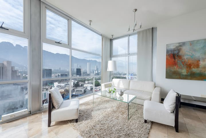 Living room with a view to the city and the mountain