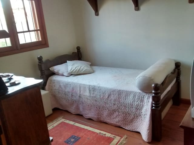 Individual room, wifi, tv, garage - Campinas