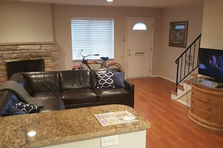 Entire 3 bedroom, modern townhouse. - Affton - Διαμέρισμα