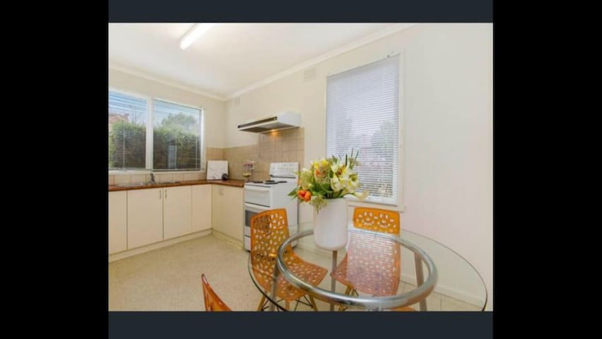 Central to City and Airport! - Essendon - Daire