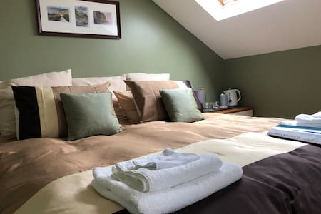 Spacious en-suite Family Room by the sea. Sleeps 4