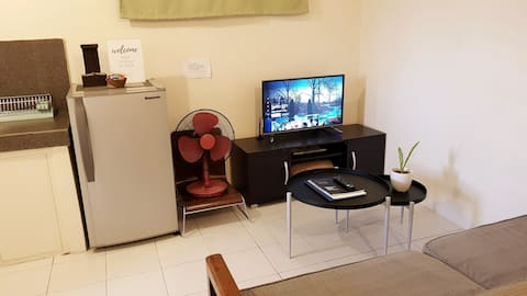 ★ 1BR walk-up Condo w/ Unli WiFi TV Netflix Balcny