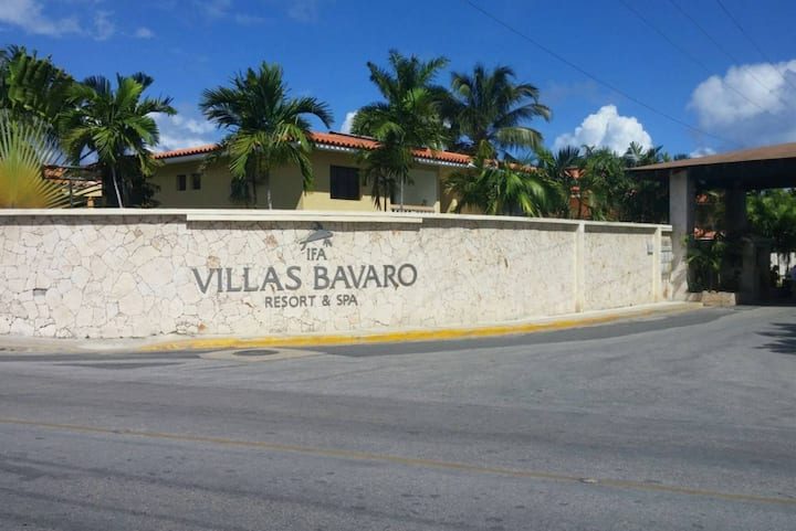 VILLA BAVARO APARTMENT 2 BED / STEPS TO THE BEACH