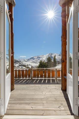 Stor hytte med 4 soverom og herlig utsikt!
