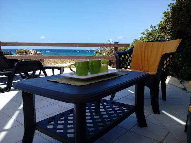 Casa per 2/6 persone sulla spiaggia 10mt dal mare