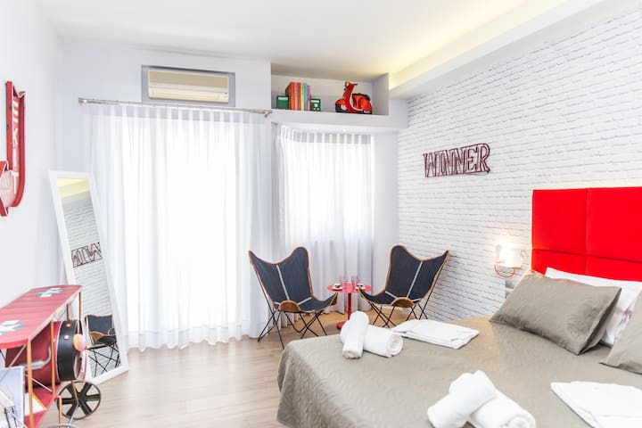 Lucky Red - Stylish Studio in the City Center - Rethymno
