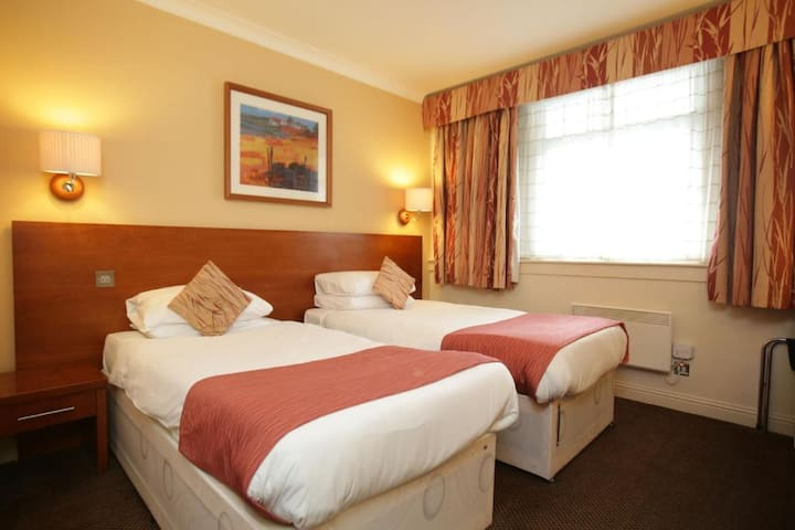 Budget Twin Rooms in East Kilbride