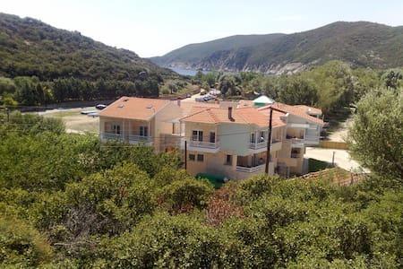 Όμορφη κατοικία στο Καλαμίτσι Σιθωνίας - Халкидики