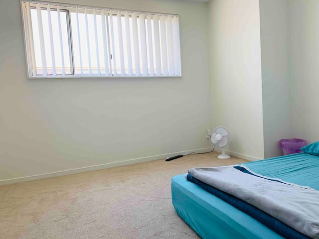 single bedrm 4min carlton station close to airport