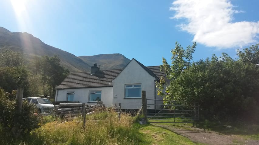 FO GLAMAIG- Sea views -  2 bedrooms...home share - Sconser - Chalet