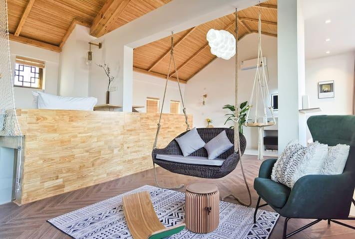 「此间·明月」免税店/沙滩/近蜈支洲岛/3晚接机,适合家人的浴缸、吊椅特色房