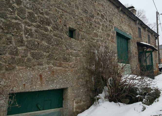 Ferme lozerienne - Saint-Paul-le-Froid - Hus