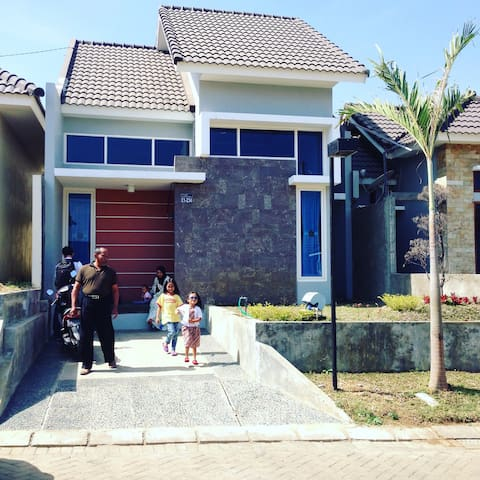 Living in Harmony Vila Bukit Tidar - Malang - Hus