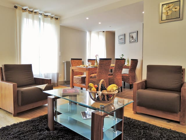 La Calprenède :1st floor, balcony, beautiful area for 6 persons in Sarlat Center