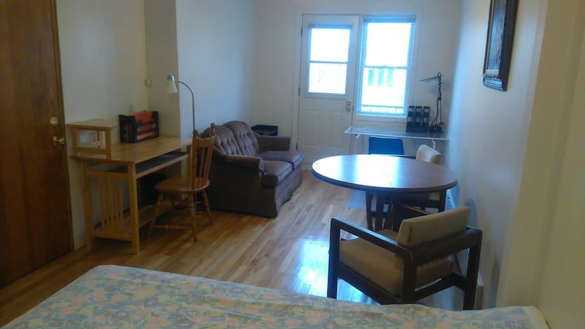 Grande chambre-salon pour 1 ou 2 étudiants