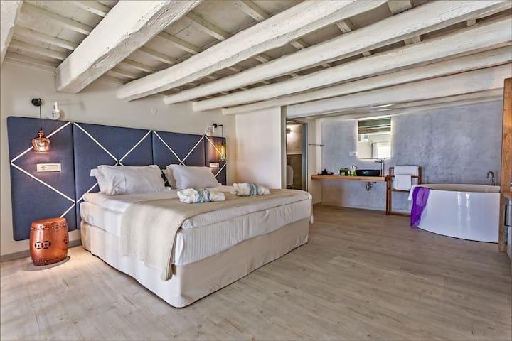 Thalassa - Suite with Pool View - Split Level