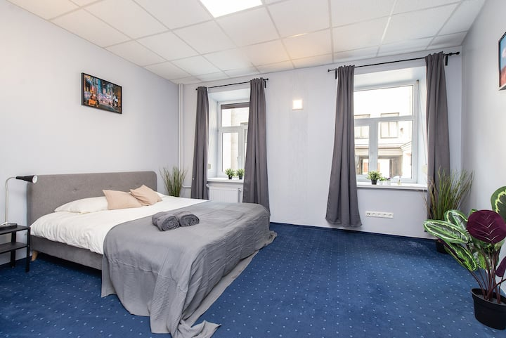 Spacious Double Bedroom 5min walk to Main Square!