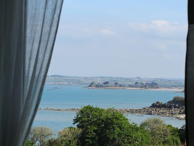 maison vue mer panoramique à 50m de la plage - Roscoff - Rumah