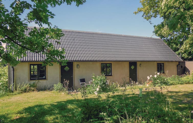 Holiday cottage with 1 bedroom on 67 m² in Simrishamn