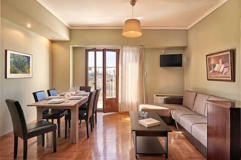 Athens Central Apt with Parthenon View