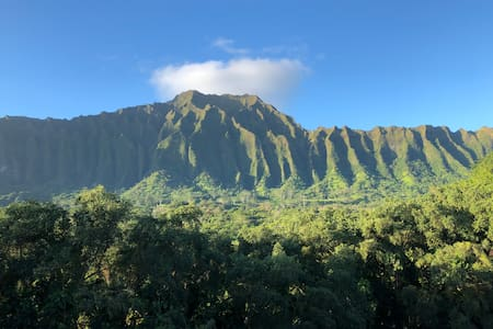 Hale Koolau: Panoramic views of Koolau Mountains
