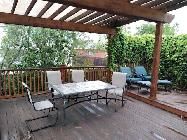 4/2 House with Awesome Patio