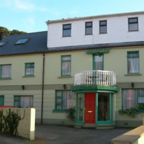 Ensuite single/double small room in Dingle Centre
