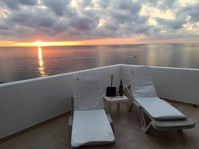 seaside penthouse 360sunset/sunrise view in resort