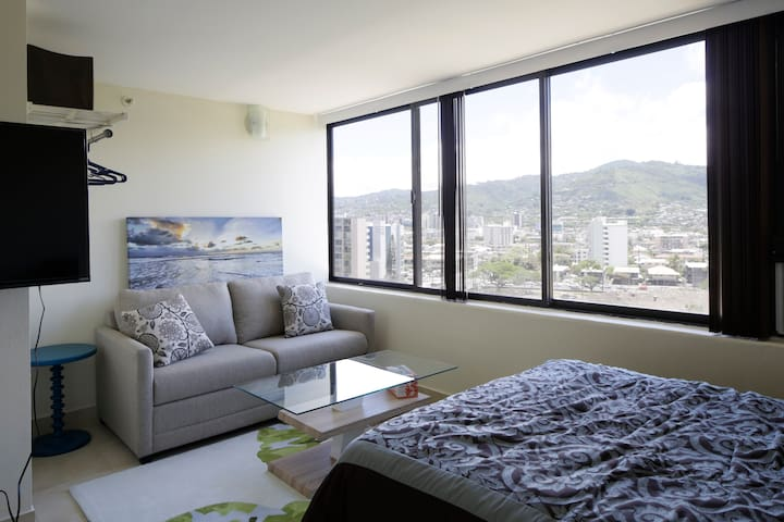 Heart of Waikiki great for couples and friends(H3)