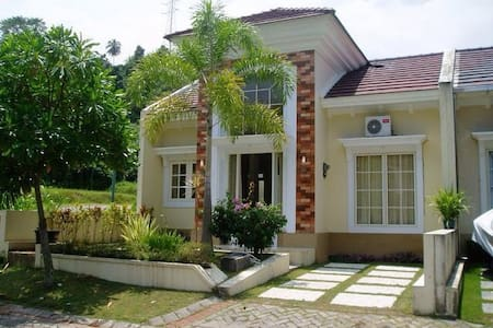 Stylish house with swimming pool! - Manado - Maison