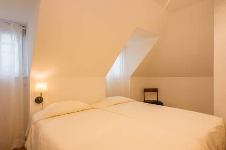 Cozy room in typical Bairro Alto