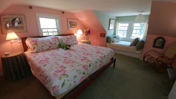 Romantic Rose Room at Heaven Scent, Deltaville