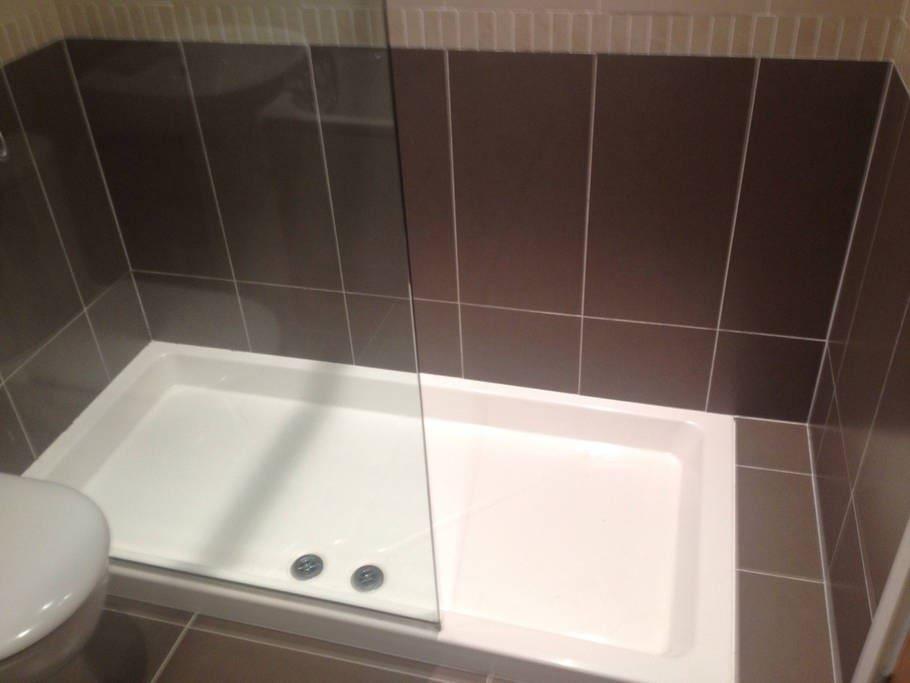 Bathroom: Double power shower