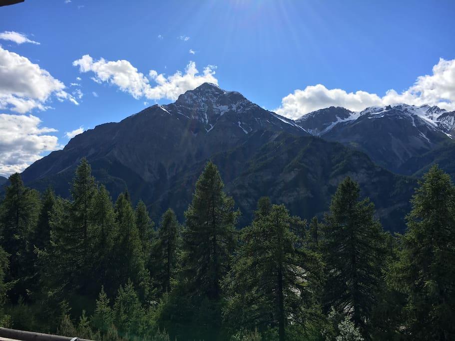Vista dalla finestra in soggiorno sul monte Chaberton