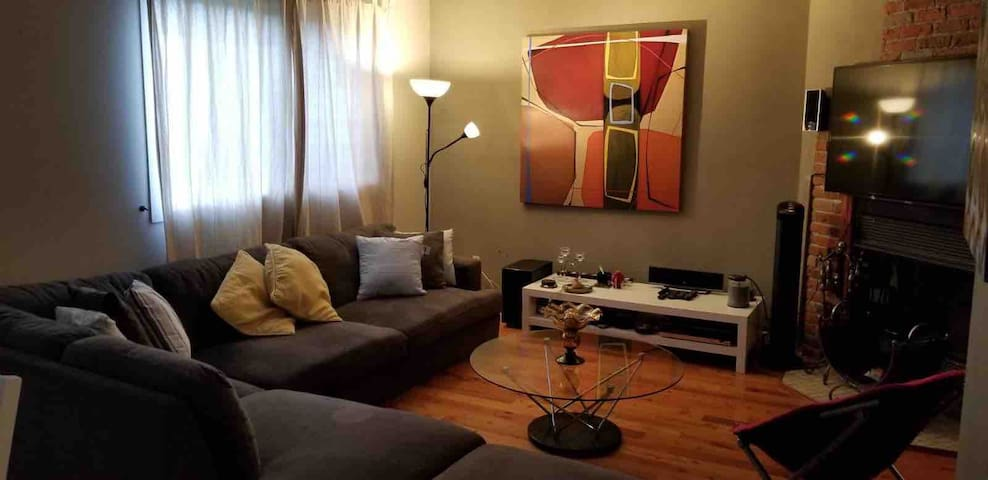Condo w/ Parking, 2mins from Metro & Place Bell