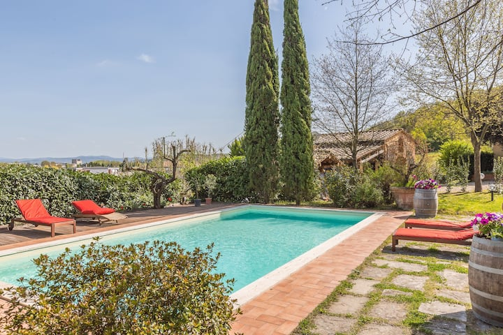 Fienile di Primo - Country Villa with swimming pool in San Giovanni Valdarno, Tuscany