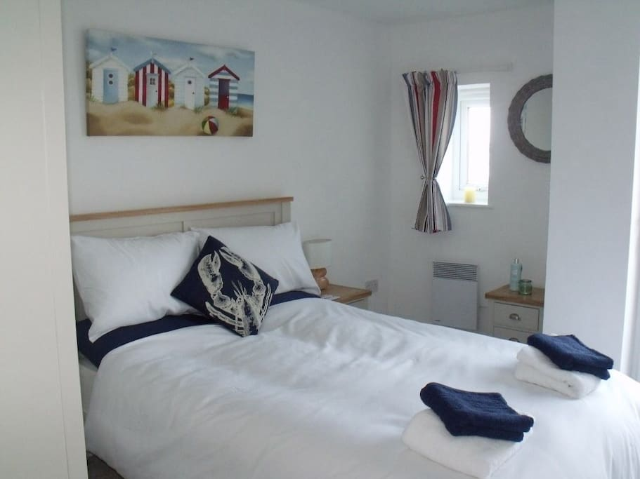 Stunning views of Torbay with balcony access. Comfortable double bed with king size quilt, wardrobe, chest of drawers and two bedside cabinets.