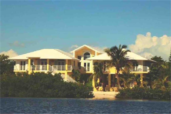 """ VILLA LA PALOMA "", luxury island living"