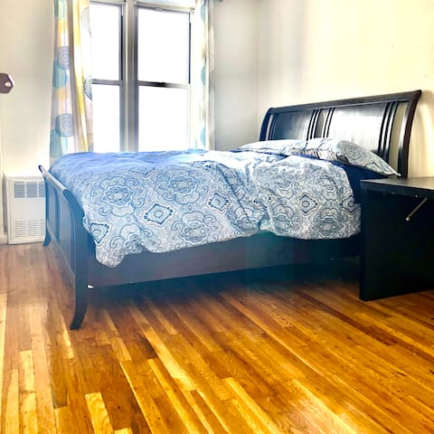 Master Bedroom @ Great Location 10mins to Times Sq
